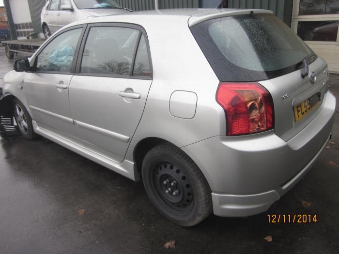Toyota Corolla (E12) 1.6 16V VVT-i (klik op de afbeelding voor de volgende foto)  (klik op de afbeelding voor de volgende foto)  (klik op de afbeelding voor de volgende foto)