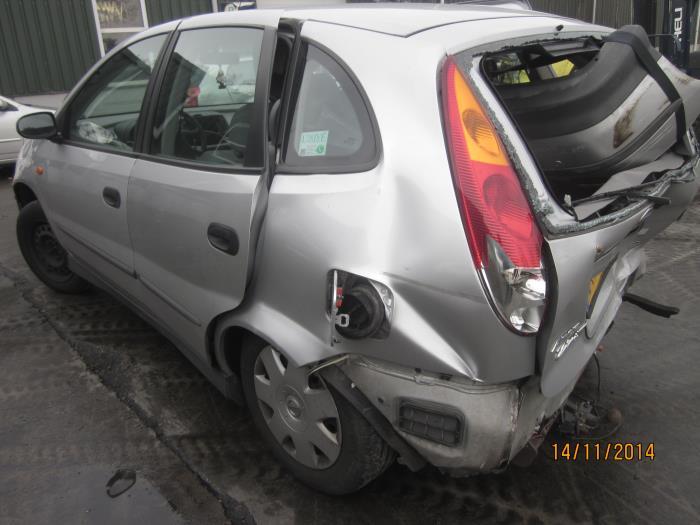 Nissan Almera Tino (V10M) 2.0 16V CVT (klik op de afbeelding voor de volgende foto)  (klik op de afbeelding voor de volgende foto)  (klik op de afbeelding voor de volgende foto)