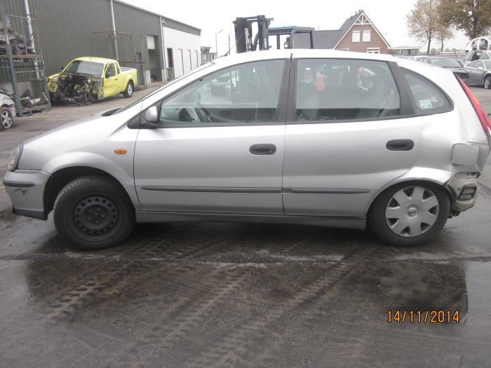 Nissan Almera Tino (V10M) 2.0 16V CVT (klik op de afbeelding voor de volgende foto)  (klik op de afbeelding voor de volgende foto)