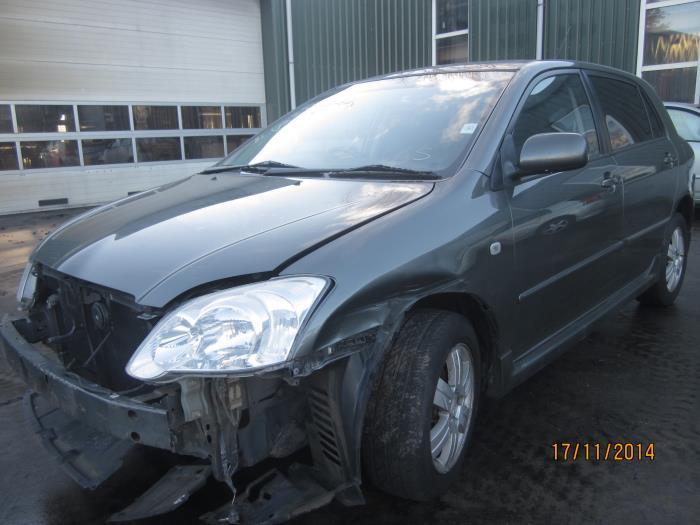 Toyota Corolla (E12) 1.6 16V VVT-i (klik op de afbeelding voor de volgende foto)