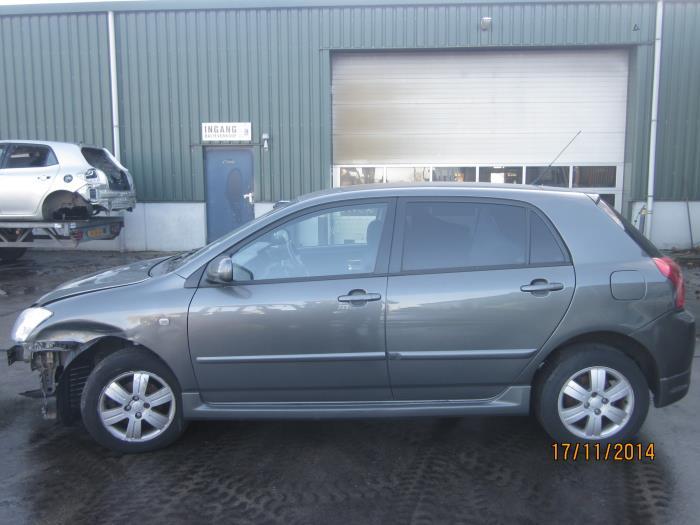 Toyota Corolla (E12) 1.6 16V VVT-i (klik op de afbeelding voor de volgende foto)  (klik op de afbeelding voor de volgende foto)