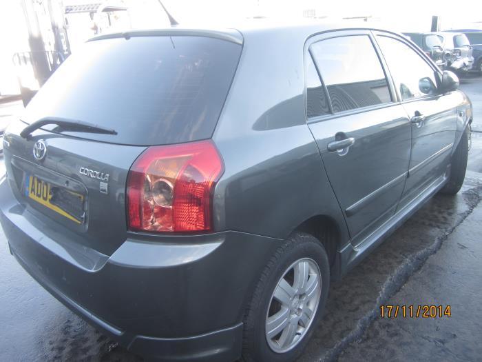 Toyota Corolla (E12) 1.6 16V VVT-i (klik op de afbeelding voor de volgende foto)  (klik op de afbeelding voor de volgende foto)  (klik op de afbeelding voor de volgende foto)  (klik op de afbeelding voor de volgende foto)  (klik op de afbeelding voor de volgende foto)