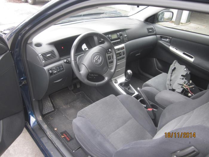Toyota Corolla (E12) 2.0 D-4D 16V 116 2003 Instrumentenpaneel (klik op de afbeelding voor de volgende foto)