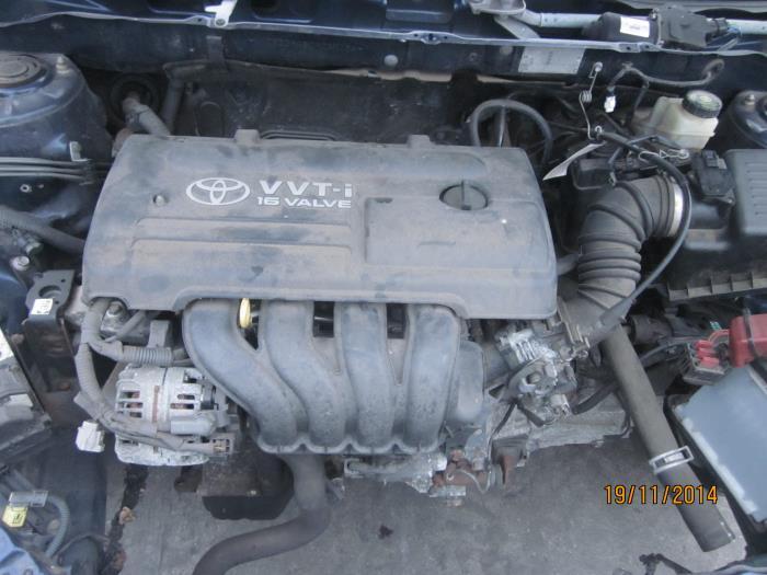 Toyota Corolla Wagon (E12) 1.6 16V VVT-i 2004 Instrumentenpaneel (klik op de afbeelding voor de volgende foto)