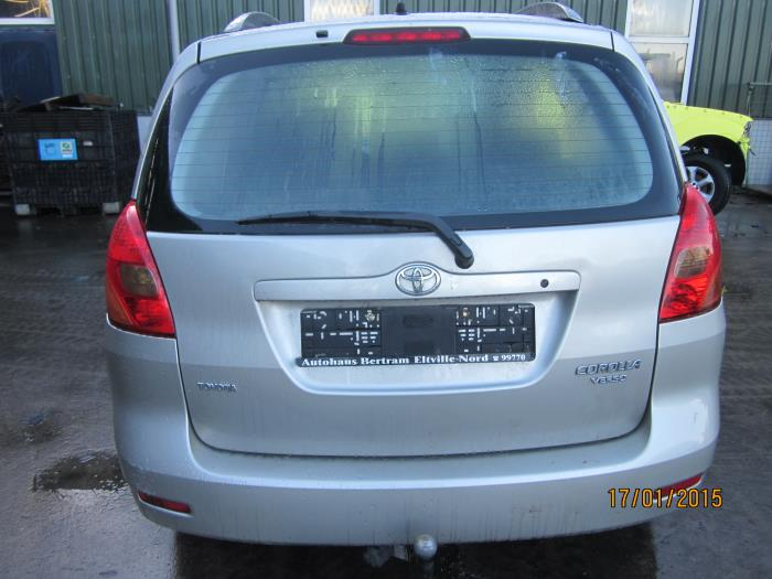 Toyota Corolla Verso (E12) 1.6 16V VVT-i (klik op de afbeelding voor de volgende foto)  (klik op de afbeelding voor de volgende foto)  (klik op de afbeelding voor de volgende foto)  (klik op de afbeelding voor de volgende foto)
