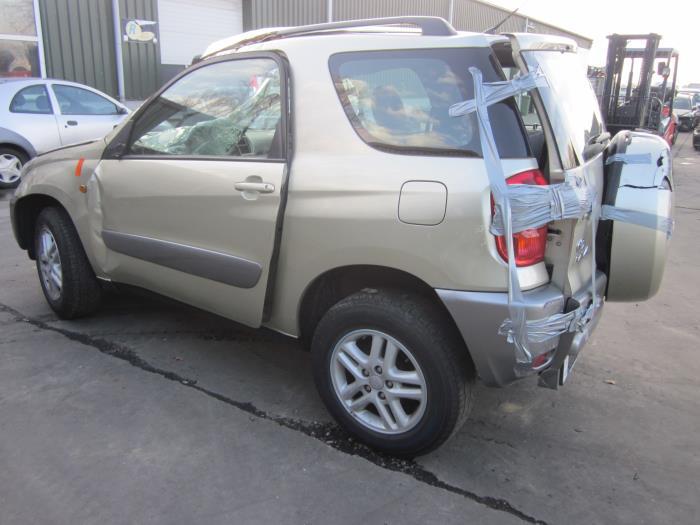 Toyota RAV4 (A2) 1.8 16V VVT-i 4x2 (klik op de afbeelding voor de volgende foto)  (klik op de afbeelding voor de volgende foto)  (klik op de afbeelding voor de volgende foto)