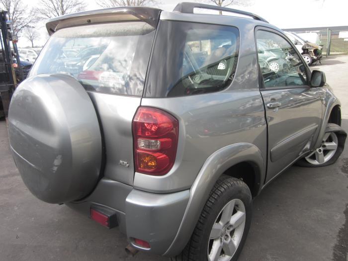 Toyota RAV4 (A2) 2.0 16V VVT-i 4x4 (klik op de afbeelding voor de volgende foto)  (klik op de afbeelding voor de volgende foto)  (klik op de afbeelding voor de volgende foto)  (klik op de afbeelding voor de volgende foto)  (klik op de afbeelding voor de volgende foto)