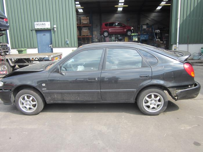 Toyota Corolla (EB/ZZ/WZ/CD) 1.9 D 2001 Deur 4Deurs rechts-voor (klik op de afbeelding voor de volgende foto)