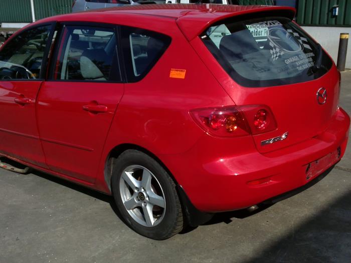 Mazda 3 Sport (BK14) 1.6 CiTD 16V 2005 Motorrubber (klik op de afbeelding voor de volgende foto)