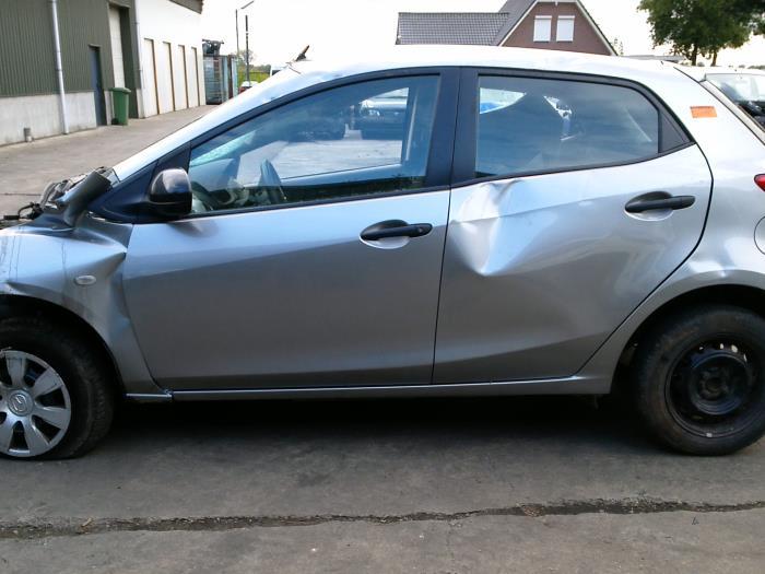 Mazda 2 (DE) 1.4 CDVi 16V 2010 Voorpoot rechts (klik op de afbeelding voor de volgende foto)
