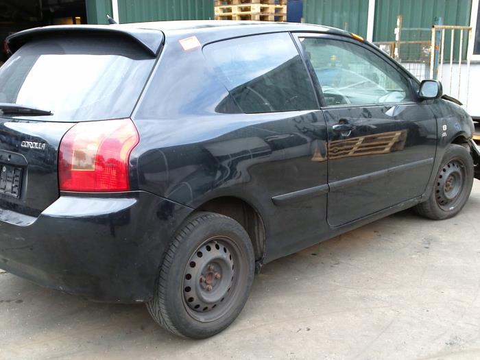 Toyota Corolla (E12) 2.0 D-4D 16V 116 2004 Instrumentenpaneel (klik op de afbeelding voor de volgende foto)
