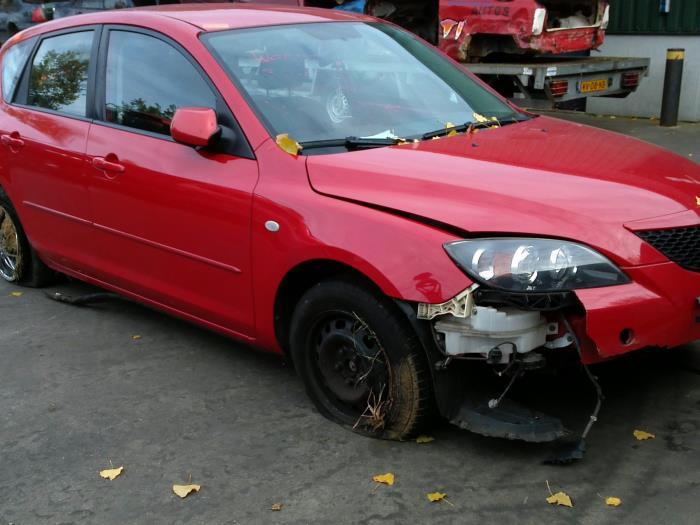 Mazda 3 Sport (BK14) 1.6i 16V (klik op de afbeelding voor de volgende foto)  (klik op de afbeelding voor de volgende foto)  (klik op de afbeelding voor de volgende foto)  (klik op de afbeelding voor de volgende foto)  (klik op de afbeelding voor de volgende foto)