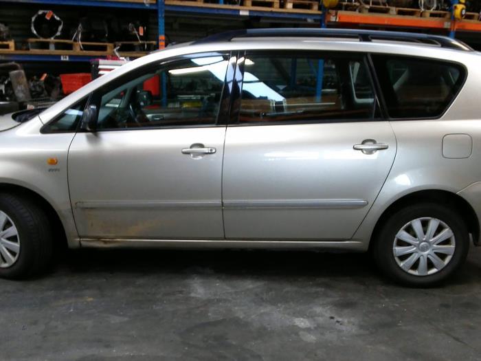 Toyota Avensis Verso (M20) 2.0 16V VVT-i D-4 (klik op de afbeelding voor de volgende foto)  (klik op de afbeelding voor de volgende foto)  (klik op de afbeelding voor de volgende foto)  (klik op de afbeelding voor de volgende foto)  (klik op de afbeelding voor de volgende foto)  (klik op de afbeelding voor de volgende foto)  (klik op de afbeelding voor de volgende foto)