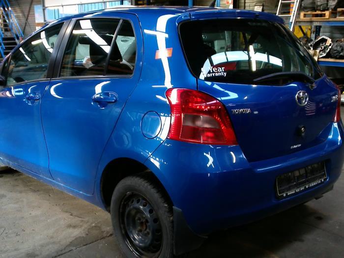 Toyota Yaris II (P9) 1.3 16V VVT-i (klik op de afbeelding voor de volgende foto)