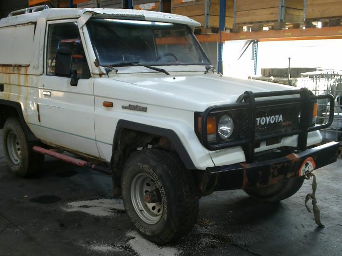 Toyota Land Cruiser (J7) 2.4 TD 1988 Tussenas voor 4x4 (klik op de afbeelding voor de volgende foto)