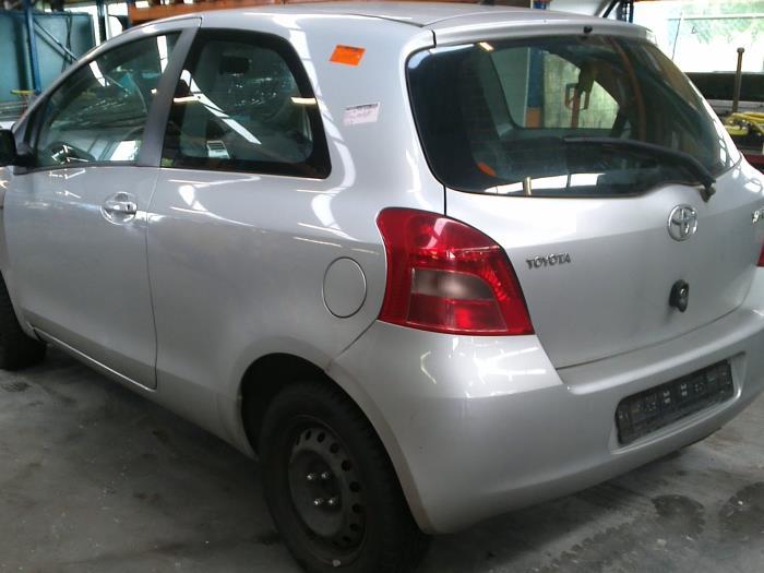 Toyota Yaris II (P9) 1.4 D-4D (klik op de afbeelding voor de volgende foto)