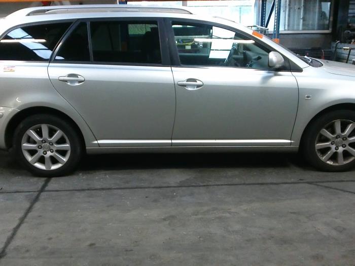 Toyota Avensis Wagon (T25/B1E) 2.2 D-4D 16V (klik op de afbeelding voor de volgende foto)  (klik op de afbeelding voor de volgende foto)  (klik op de afbeelding voor de volgende foto)  (klik op de afbeelding voor de volgende foto)