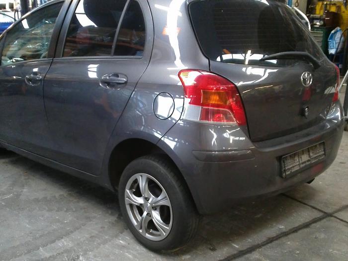 Toyota Yaris II (P9) 1.33 16V Dual VVT-I (Klicken Sie auf das Bild für das nächste Foto)