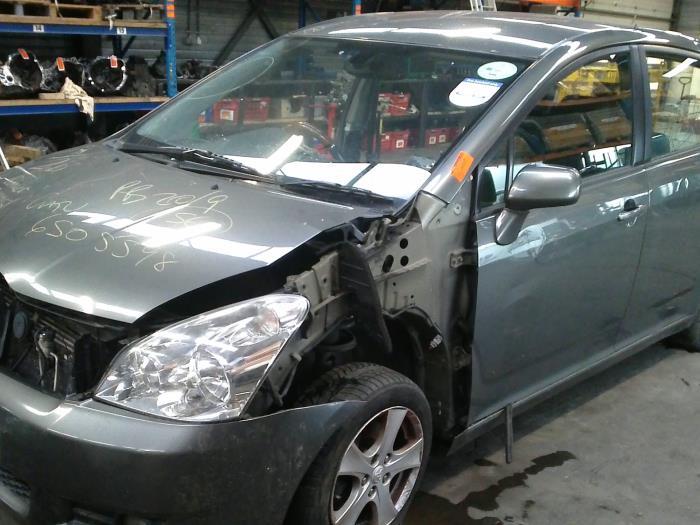 Toyota Corolla Verso (R10/11) 2.2 D-4D 16V (klik op de afbeelding voor de volgende foto)  (klik op de afbeelding voor de volgende foto)  (klik op de afbeelding voor de volgende foto)  (klik op de afbeelding voor de volgende foto)  (klik op de afbeelding voor de volgende foto)  (klik op de afbeelding voor de volgende foto)