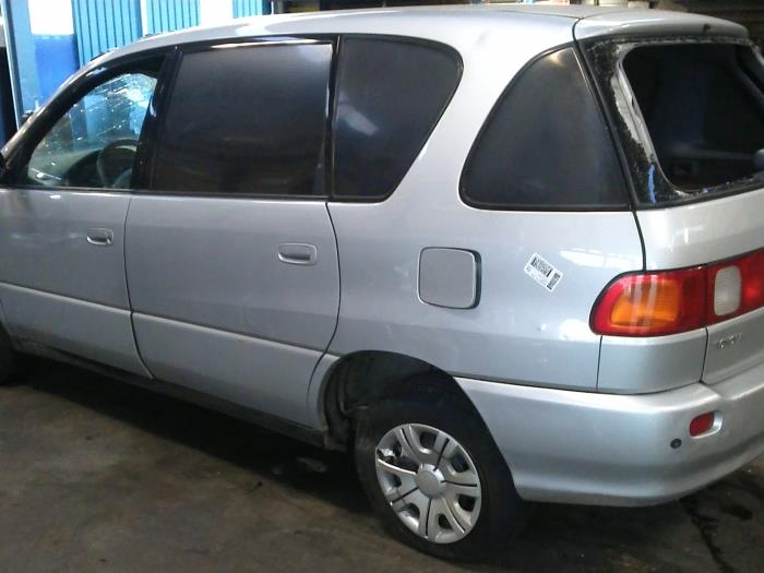 Toyota Picnic (XM10) 2.2 TD GL,GX (klik op de afbeelding voor de volgende foto)