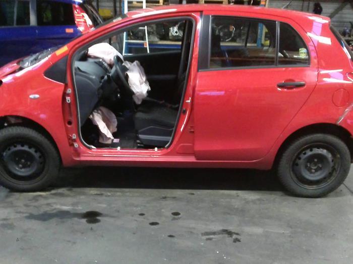 Toyota Yaris II (P9) 1.3 16V VVT-i (klik op de afbeelding voor de volgende foto)  (klik op de afbeelding voor de volgende foto)  (klik op de afbeelding voor de volgende foto)  (klik op de afbeelding voor de volgende foto)  (klik op de afbeelding voor de volgende foto)  (klik op de afbeelding voor de volgende foto)  (klik op de afbeelding voor de volgende foto)
