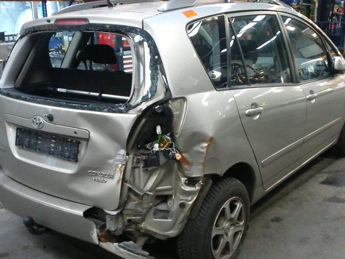Toyota Corolla Verso (E12) 1.6 16V VVT-i (klik op de afbeelding voor de volgende foto)  (klik op de afbeelding voor de volgende foto)  (klik op de afbeelding voor de volgende foto)