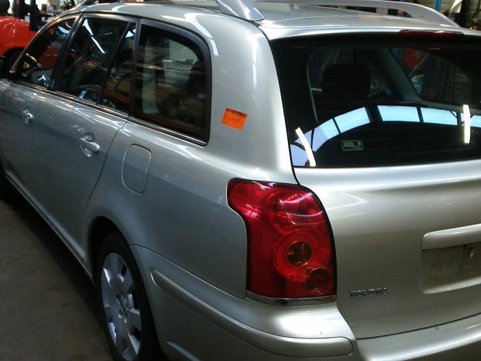 Toyota Avensis Wagon (T25/B1E) 2.0 16V D-4D (klik op de afbeelding voor de volgende foto)