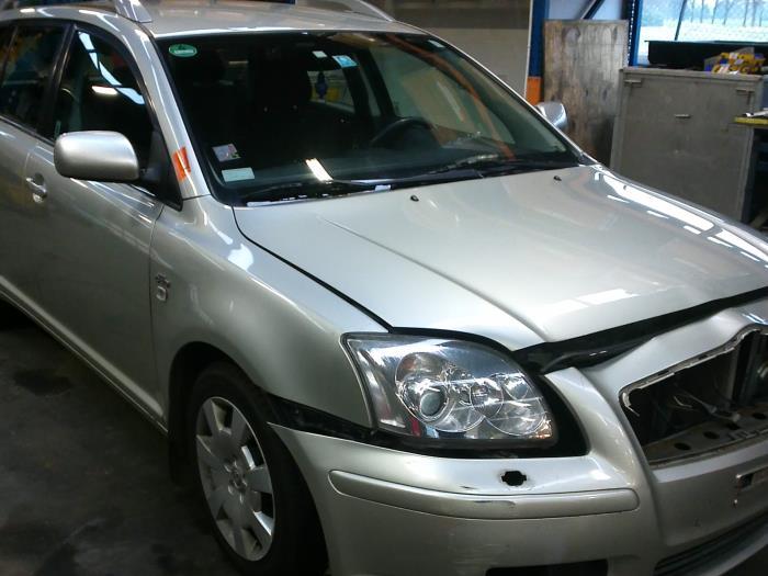 Toyota Avensis Wagon (T25/B1E) 2.0 16V D-4D (klik op de afbeelding voor de volgende foto)  (klik op de afbeelding voor de volgende foto)  (klik op de afbeelding voor de volgende foto)  (klik op de afbeelding voor de volgende foto)  (klik op de afbeelding voor de volgende foto)
