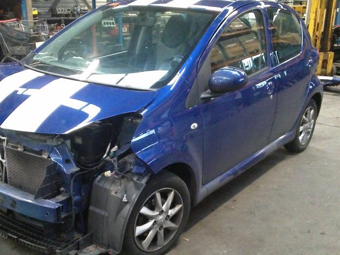 Toyota Aygo (B10) 1.0 12V VVT-i 2008 Centrale Deurvergrendelings Module (klik op de afbeelding voor de volgende foto)