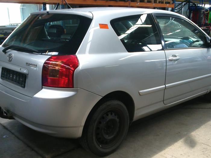 Toyota Corolla (E12) 2.0 D-4D 16V 116 (klik op de afbeelding voor de volgende foto)  (klik op de afbeelding voor de volgende foto)  (klik op de afbeelding voor de volgende foto)