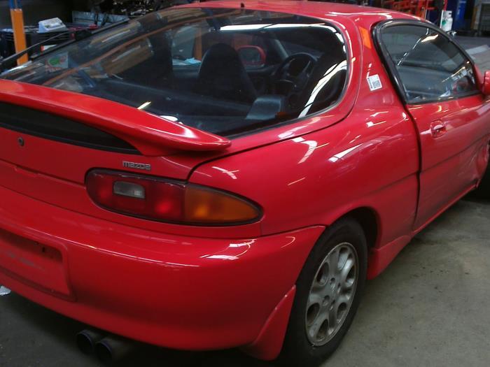 Mazda MX-3 1.8i V6 24V (klik op de afbeelding voor de volgende foto)  (klik op de afbeelding voor de volgende foto)  (klik op de afbeelding voor de volgende foto)