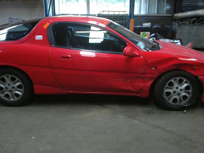 Mazda MX-3 1.8i V6 24V (klik op de afbeelding voor de volgende foto)  (klik op de afbeelding voor de volgende foto)  (klik op de afbeelding voor de volgende foto)  (klik op de afbeelding voor de volgende foto)
