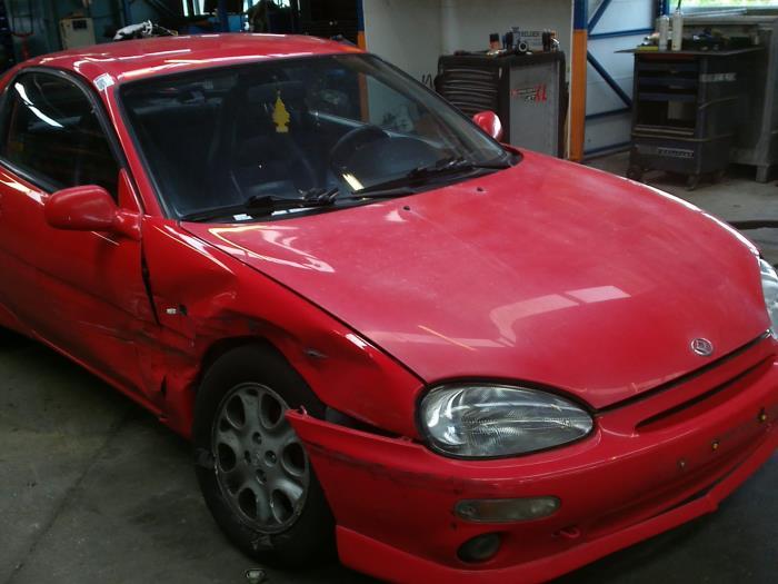 Mazda MX-3 1.8i V6 24V (klik op de afbeelding voor de volgende foto)  (klik op de afbeelding voor de volgende foto)  (klik op de afbeelding voor de volgende foto)  (klik op de afbeelding voor de volgende foto)  (klik op de afbeelding voor de volgende foto)