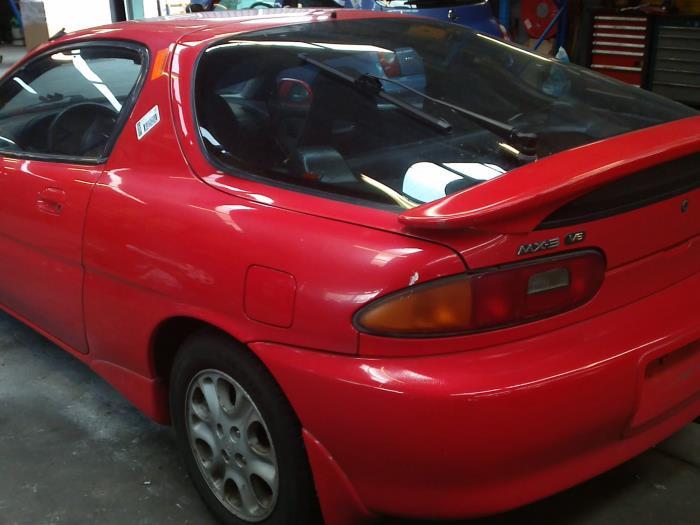 Mazda MX-3 1.8i V6 24V (klik op de afbeelding voor de volgende foto)