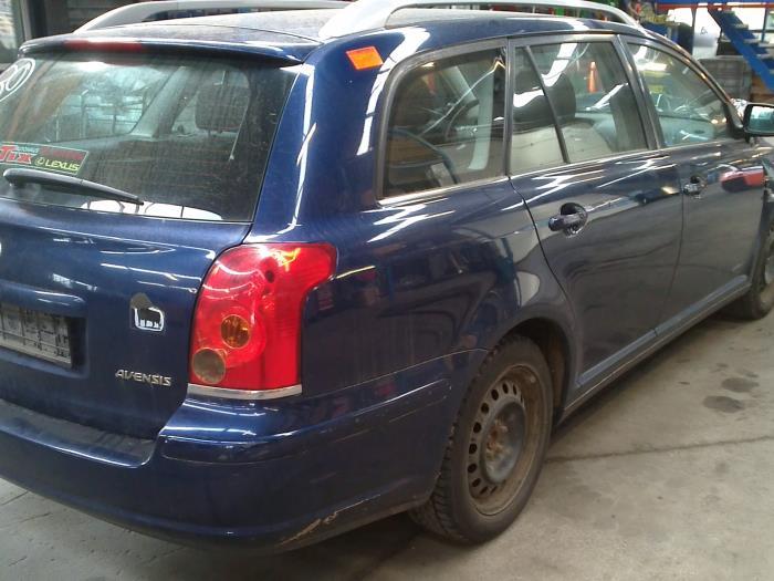 Toyota Avensis Wagon (T25/B1E) 2.0 16V D-4D (klik op de afbeelding voor de volgende foto)  (klik op de afbeelding voor de volgende foto)  (klik op de afbeelding voor de volgende foto)