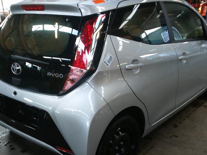 Toyota Aygo (B40) 1.0 12V VVT-i (klik op de afbeelding voor de volgende foto)  (klik op de afbeelding voor de volgende foto)  (klik op de afbeelding voor de volgende foto)