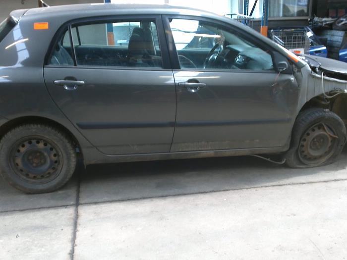 Toyota Corolla (E12) 2.0 D-4D 16V 90 (klik op de afbeelding voor de volgende foto)  (klik op de afbeelding voor de volgende foto)  (klik op de afbeelding voor de volgende foto)  (klik op de afbeelding voor de volgende foto)