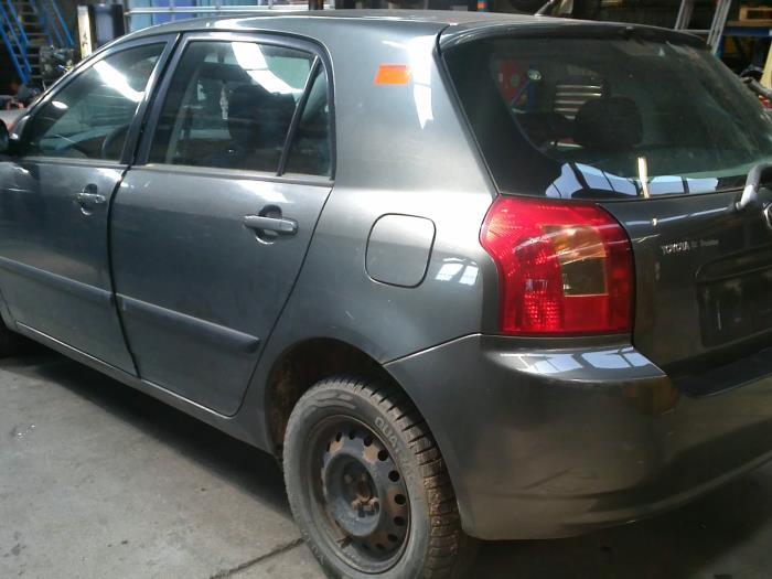 Toyota Corolla (E12) 2.0 D-4D 16V 90 (klik op de afbeelding voor de volgende foto)