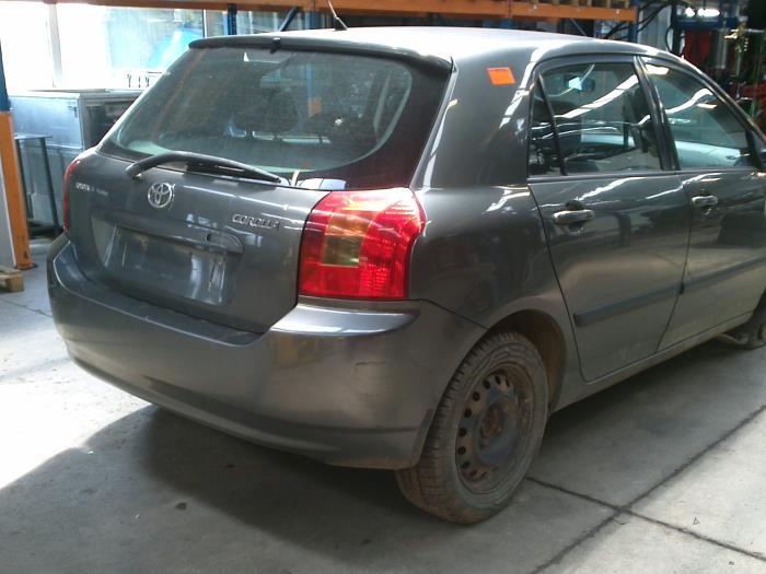 Toyota Corolla (E12) 2.0 D-4D 16V 90 (klik op de afbeelding voor de volgende foto)  (klik op de afbeelding voor de volgende foto)  (klik op de afbeelding voor de volgende foto)