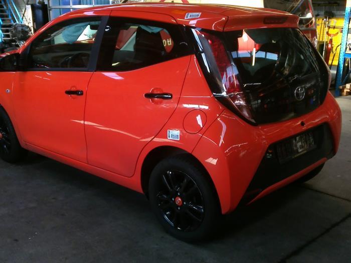 Toyota Aygo (B40) 1.0 12V VVT-i (klik op de afbeelding voor de volgende foto)