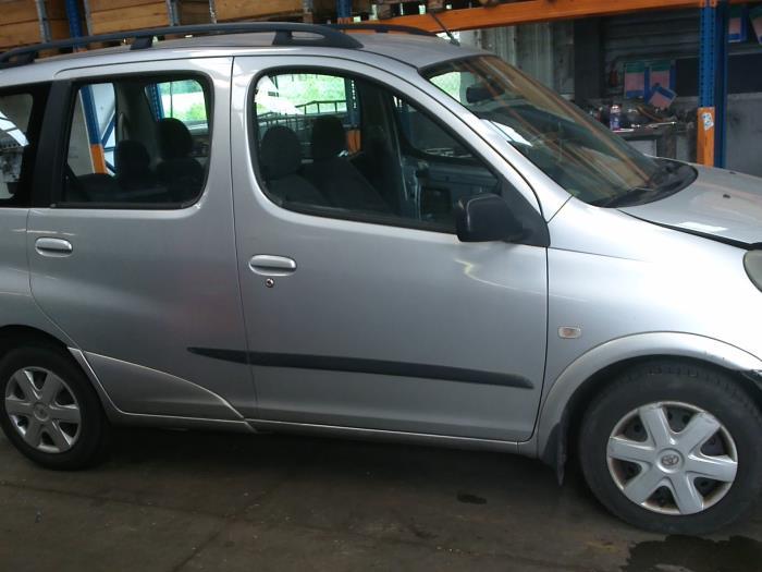 Toyota Yaris Verso (P2) 1.5 16V (klik op de afbeelding voor de volgende foto)  (klik op de afbeelding voor de volgende foto)  (klik op de afbeelding voor de volgende foto)  (klik op de afbeelding voor de volgende foto)