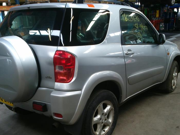 Toyota RAV4 (A2) 2.0 D-4D 16V 4x4 (klik op de afbeelding voor de volgende foto)  (klik op de afbeelding voor de volgende foto)  (klik op de afbeelding voor de volgende foto)