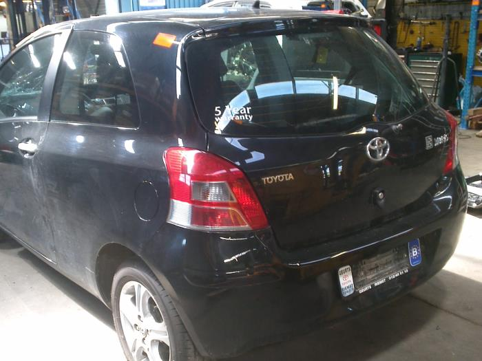 Toyota Yaris II (P9) 1.33 16V Dual VVT-I (klik op de afbeelding voor de volgende foto)