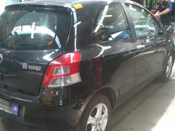 Toyota Yaris II (P9) 1.33 16V Dual VVT-I (klik op de afbeelding voor de volgende foto)  (klik op de afbeelding voor de volgende foto)  (klik op de afbeelding voor de volgende foto)