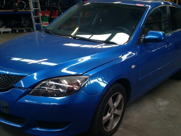 Mazda 3 Sport (BK14) 1.3i 16V 2004 Triangel links-voor (klik op de afbeelding voor de volgende foto)