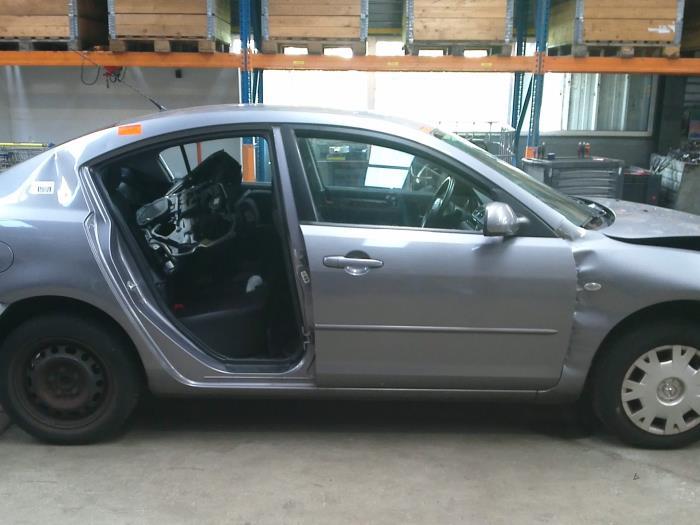 Mazda 3 (BK12) 1.6i 16V (klik op de afbeelding voor de volgende foto)  (klik op de afbeelding voor de volgende foto)  (klik op de afbeelding voor de volgende foto)  (klik op de afbeelding voor de volgende foto)