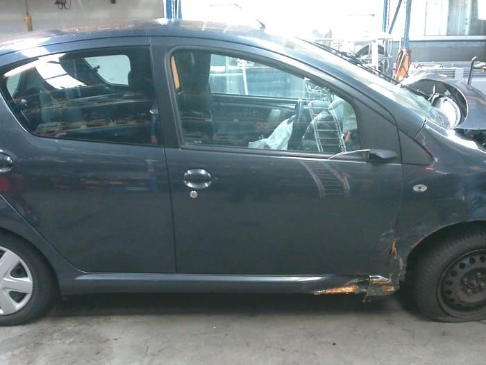 Toyota Aygo (B10) 1.0 12V VVT-i (klik op de afbeelding voor de volgende foto)  (klik op de afbeelding voor de volgende foto)  (klik op de afbeelding voor de volgende foto)  (klik op de afbeelding voor de volgende foto)