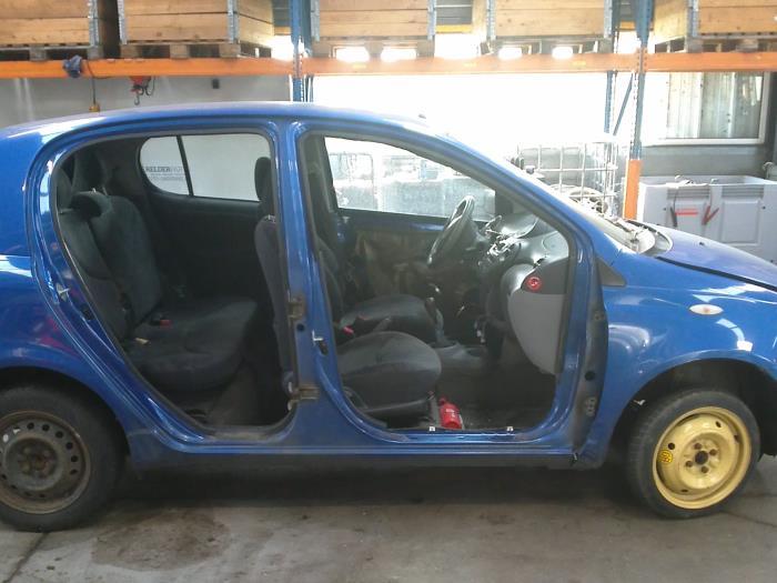 Toyota Yaris (P1) 1.4 D-4D (klik op de afbeelding voor de volgende foto)  (klik op de afbeelding voor de volgende foto)  (klik op de afbeelding voor de volgende foto)  (klik op de afbeelding voor de volgende foto)