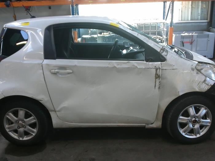 Toyota iQ 1.0 12V VVT-i (klik op de afbeelding voor de volgende foto)  (klik op de afbeelding voor de volgende foto)  (klik op de afbeelding voor de volgende foto)  (klik op de afbeelding voor de volgende foto)