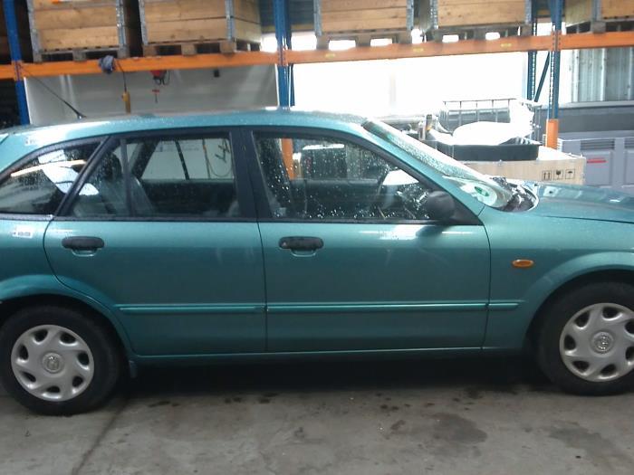Mazda 323 Fastbreak (BJ14) 1.6 16V (klik op de afbeelding voor de volgende foto)  (klik op de afbeelding voor de volgende foto)  (klik op de afbeelding voor de volgende foto)  (klik op de afbeelding voor de volgende foto)